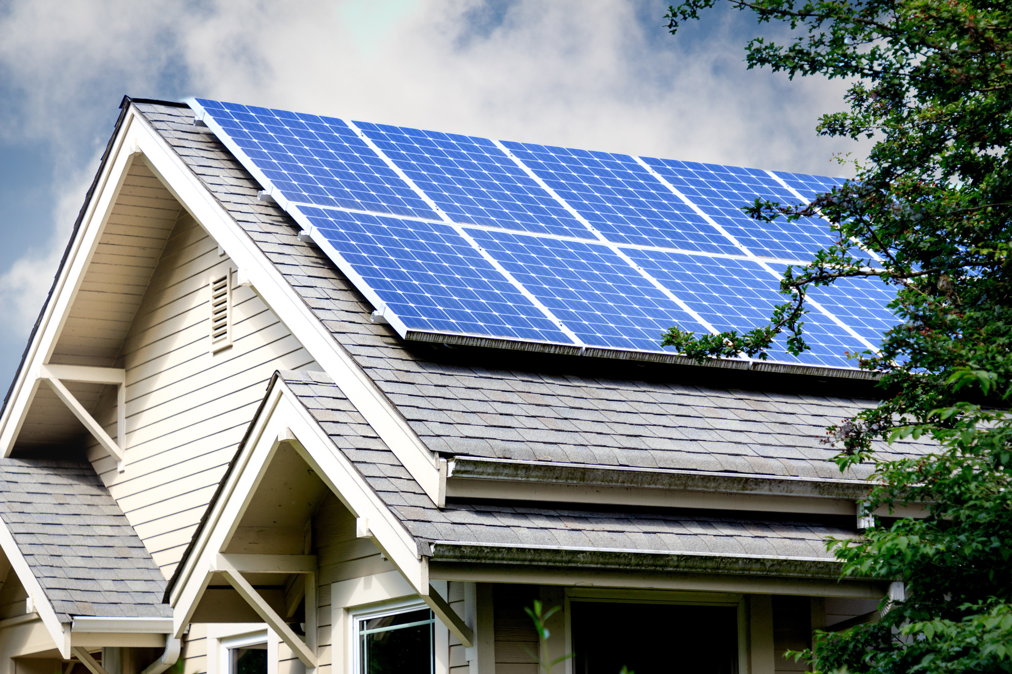 Ultimate Guide to Solar Thermal Energy: Use Blue Raven Solar